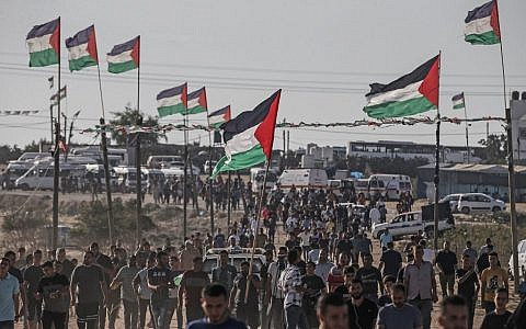 Palestinians demonstrate near the fence along the border with Israel in the eastern Gaza Strip on August 16, 2019. (Photo by MAHMUD HAMS / AFP)