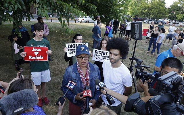 """US Democratic Representative for Michigan's 13th congressional district Rashida Tlaib speaks to the medias during a """"Shabbat in the Park with Rashida"""" event with a Jewish pro-BDS (Boycott, Divestment and Sanctions) group on August 16, 2019 in Pallister Park in Detroit, Michigan. (Jeff KOWALSKY / AFP)"""
