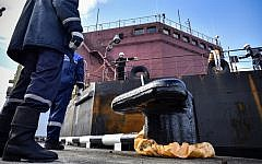 In this file photo taken on May 19, 2018, workers fix mooring line of the floating power unit (FPU) Akademik Lomonosov as it is towed to Atomflot moorage of the Russian northern port city of Murmansk.(Alexander NEMENOV/AFP)