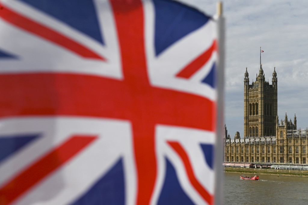 United Kingdom  government asks Queen to suspend Parliament