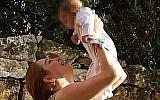 British-Israeli Game of Thrones actress Josephine Gillan holds her daughter. Israeli welfare authorities have taken away the child. (Courtesy/GoFundMe)