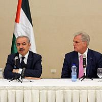 From left to right: Fatah spokesman Osama Qawasma, PA Prime Minister Mohammad Shtayyeh and Republican House minority leader Kevin McCarthy meeting in Ramallah on August 13, 2019. (Wafa)
