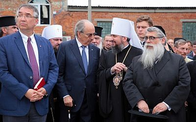 Yaakov Dov Bleich, right, chief rabbi of Ukraine, with Canada's ambassador to Ukraine, Roman Waschuk, left, and primate of the Orthodox Church of Ukraine, His Beatitude Epifanii, second from right, August 21, 2019. (Aliona Nikolaievych/Barcroft Media via Getty Images/via JTA)