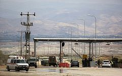 Illustrative: An Israeli soldier stands at the entrance to the Allenby border crossing, the main border crossing for Palestinians from the West Bank traveling to neighboring Jordan and beyond, Monday, March 10, 2014. (AP Photo/Sebastian Scheiner)