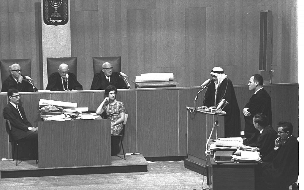 A witness gives testimony at the trial of Denis Michael Rohan for setting fire to the al-Aqsa Mosque, at Binyanei Hauma convention center, Jerusalem, October 7, 1969. (Fritz Cohen/GPO)