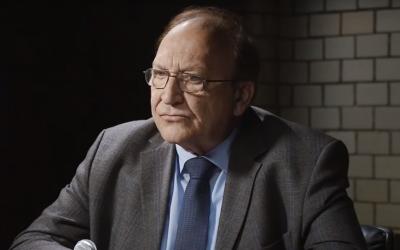 Former German diplomat Bernd Erbel is interviewed on the YouTube channel of Ken Jebsen in July 2019. (Screen capture: YouTube)