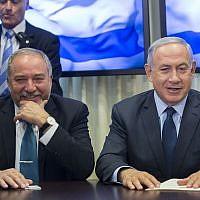 Prime Minister Benjamin Netanyahu (right) and leader of the Yisrael Beytenu political party Avigdor Liberman at the Knesset on May 25, 2016. (Yonatan Sindel/Flash90)