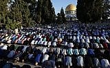 Muslim worshippers perform prayers at the Temple Mount in Jerusalem's Old City during the Islamic holiday of Eid al-Adha, September 12, 2016. (Sliman Khader/Flash90)