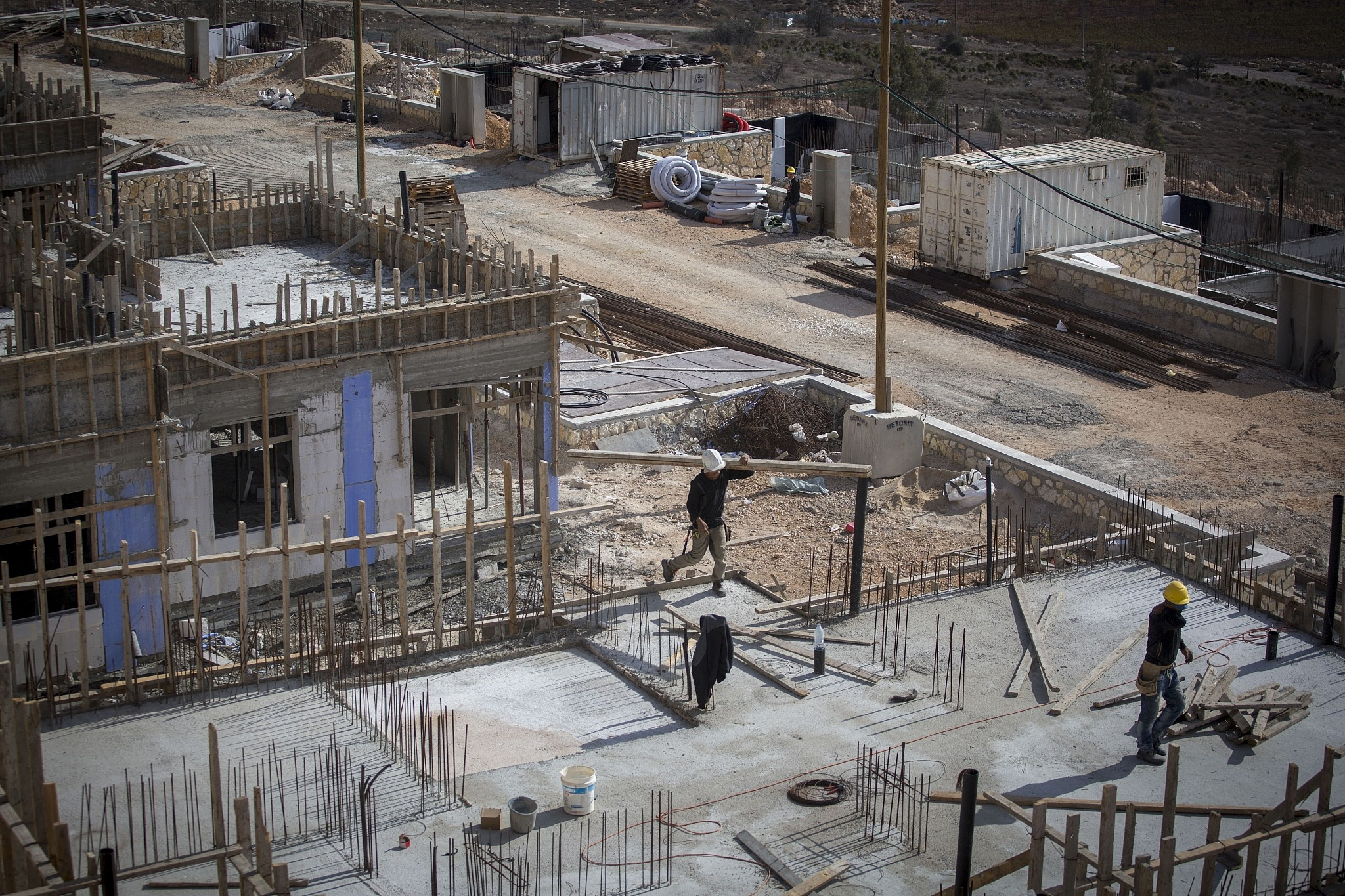 Construction of new homes in the Israeli settlement of Shiloh. November 17, 2016. (Miriam Alster/Flash90)