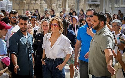 Jennifer Lopez visits the Western Wall, in the Old City of Jerusalem on August 2, 2019 (Noam Revkin Fenton/Flash90)