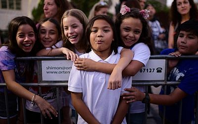 Foreign workers, their children and supporters take part in a protest against the deportation of the children of Filipino workers in Tel Aviv, on August 6, 2019. (Tomer Neuberg/Flash90)