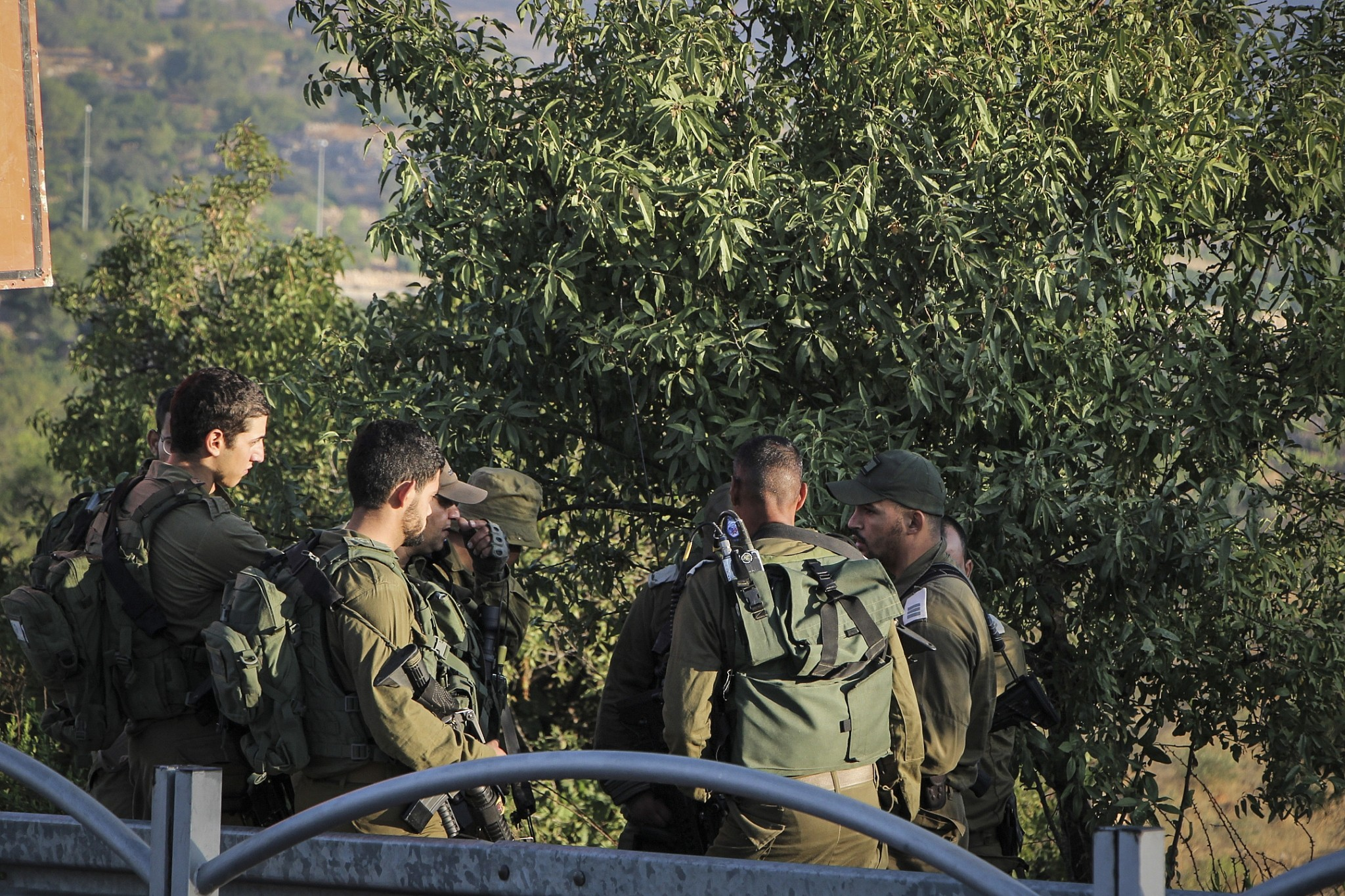 Israeli soldiers at the scene where the body of an off-duty, out-of-uniform Israeli soldier was found dead with stab wounds, near the settlement of Migdal Oz in the Etzion region, on August 8, 2019. (Gershon Elinson/Flash90)