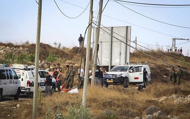 Israeli security forces at the scene where the body of an off-duty, out-of-uniform Israeli soldier was found dead with stab wounds, near the settlement of Migdal Oz in the Etzion region, on August 8, 2019. (Gershon Elinson/Flash90)