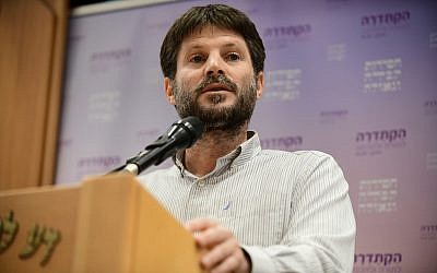 Transportation Minister Bezalel Smotrich speaks at an awards ceremony honoring far-right rabbi Yitzhak Ginsburg in Givat Shmuel, on August 8, 2019. (Tomer Neuberg/Flash90)