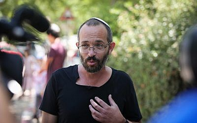 Yoav Sorek, father of Dvir Sorek who was murdered in a terror attack near the settlement of Migdal Oz late Wednesday, August 7, 2019, speaks with the media outside the family home in Ofra on August 9, 2019. (Flash90)