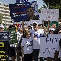 Zehava Shaul (center), mother of Oron Shaul, with supporters and family members protest outside Prime Minister Benjamin Netanyahu's residence on August 9, 2019. (Hadas Parush/Flash90)