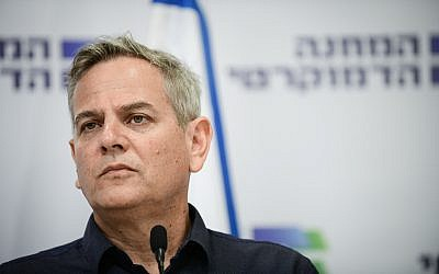 Democratic Union leader Nitzan Horowitz, at a press conference in Tel Aviv, August 12, 2019. (Tomer Neuberg/Flash90)