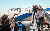 New immigrants from North America arrive on a special aliyah flight arranged by the Nefesh B'Nefesh organization, at Ben Gurion Airport in central Israel on August 14, 2019 (Flash90)