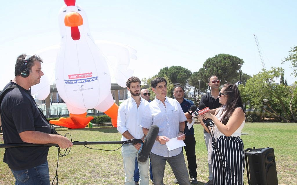 Father of slain IDF soldier protests with giant inflatable rooster at Knesset