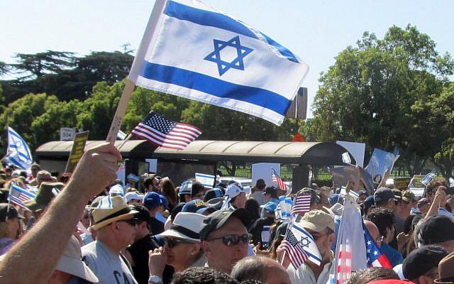 Illustrative: A pro-Israel rally in Los Angeles. (Edmon J. Rodman/via JTA)