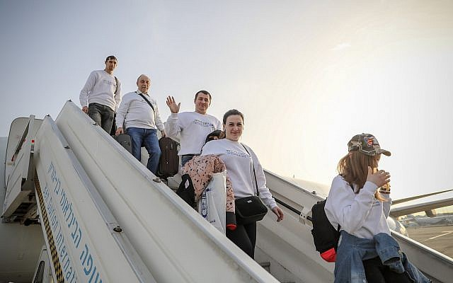Immigrants from Ukraine arriving in Israel on February 25, 2019. (Noam Moshkowitz/Inernational Fellowship of Christians and Jews)