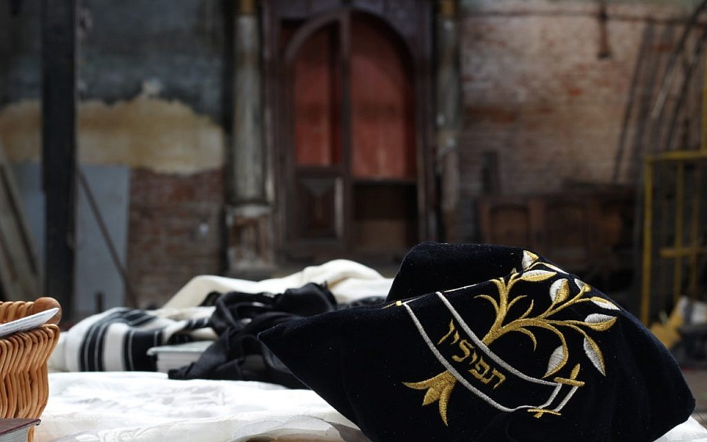 Argentine Jews reclaim desecrated synagogue that housed drug