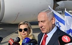 Prime Minister Benjamin Netanyahu and Sara Netanyahu at Ben Gurion Airport on August 18, 2019 (Amos Ben Gershom / GPO)
