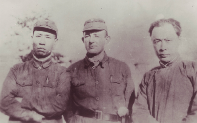Dr. Jakob Rosenfeld, center, with Liu Shaoqi, left, then-political commissar of the New Fourth Army, and Chen Yi, right, then acting commander of the New Fourth Army, in 1941. (Courtesy Austrian Institute for Research on China and Southeast Asia)