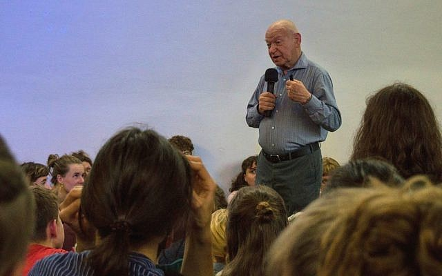 Holocaust survivor Sami Steigmann addresses students on a recent lecture tour of multiple cities across Germany. (Courtesy)