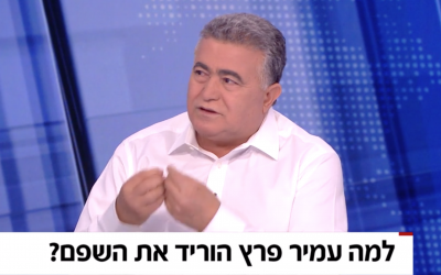 Labor leader Amir Peretz is interviewed on Channel 12 on August 25, 2019. The text reads: 'Why did Amir Peretz shave off his mustache?' (Screen capture/Channel 12)