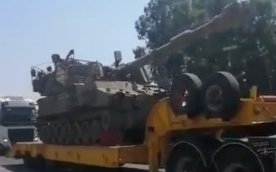 An IDF artillery piece being transferred to the Lebanon border on August 31, 2019. (Screen capture/Twitter)