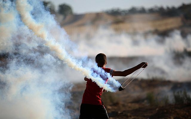 Palestinian rioters on the Gaza border, August 30, 2019. (Hassan Jedi/Flash90)