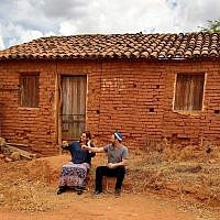 Rabbi Gilberto Venturas and his wife, Jacqueline. (Courtesy of Sinagoga sem Froteiras via JTA)