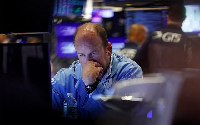 Markets tumble as Trump blasts Fed Chief, ratchets up trade