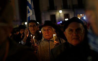 Illustrative: Spanish Jews celebrate Hanukkah in Madrid, December 10, 2015. (AP Photo/Francisco Seco)