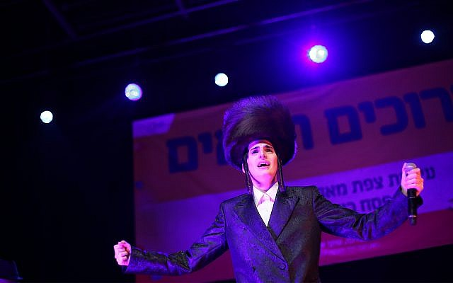 Ultra-Orthodox singer Motty Steinmetz performs in Tzfat, April 22, 2019. Two of the singer's recent shows have ignited controversy for being gender-segregated. (David Cohen/Flash90)
