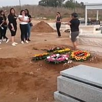Thousands attend joint funeral of Tahel Maul, 16, and her older sister Yarin, 19, at Ashkelon's Giv'at Zion cemetery, August 29, 2019 (Screen grab from newsenders via Israel Hayom)