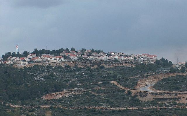 File: A view of the Dolev settlement (CC BY-SA מיכאלי/Wikimedia Commons)