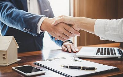 Illustrative image of a handshake for a bank loan. The Ogen - Israel Social Bank intends to increase the supply of affordable credit for low-income families (Pattanaphong Khuankaew; iStock by Getty Images)