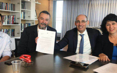 left to right, Amnon Shashua, Marius Nacht,  get a letter from central bank governor, Amir Yaron and Supervisor of Banks Hedva Ber saying they will get license to set up a digital bank in Israel (Courtesy)