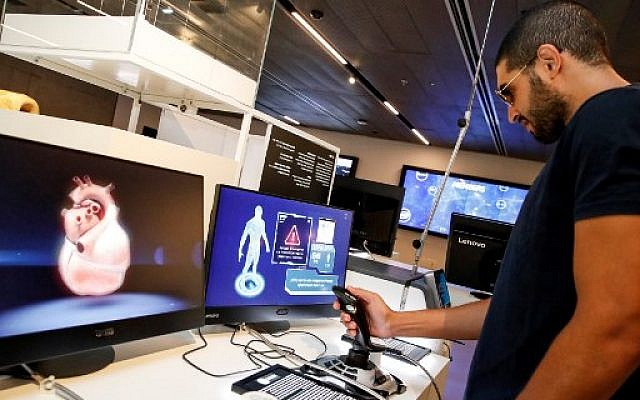A visitor uses a joystick to navigate through a virtual heart at a display by RealView Imaging, at the Israeli Expo technology exhibit at the Peres Center for Peace and Innovation in the Israeli coastal city of Tel Aviv on September 3, 2019 (JACK GUEZ / AFP)