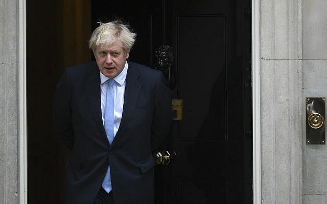 Britain's Prime Minister Boris Johnson comes out to greet Israel's Prime Minister Benjamin Netanyahu outside 10 Downing Street in central London on September 5, 2019 (DANIEL LEAL-OLIVAS / AFP)