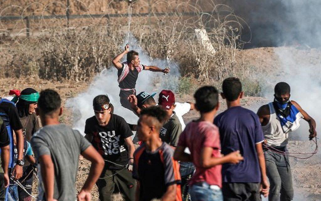 2 Palestinians said killed in 'especially violent' Gaza border clashes