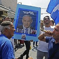 Supporters of Prime Minister Benjamin Netanyahu march at the Mahane Yehuda Market in Jerusalem on September 13, 2019. (MENAHEM KAHANA / AFP)