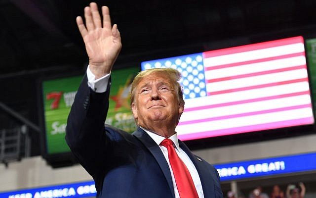US President Donald Trump waves to supporters as he arrives for a campaign rally in Rio Rancho, New Mexico, on September 16, 2019. (Nicholas Kamm/AFP)