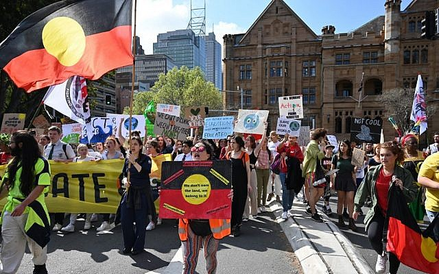 People attend a protest march as part of the world's largest climate strike in Sydney on September 20, 2019. (PETER PARKS / AFP)