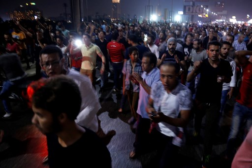 Hundreds of thousands of tweets call for Sisi to quit