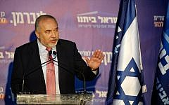 Israeli ex-defense minister Avigdor Liberman speaks to members of his party Yisrael Beytenu, during a meeting in the cooperative Israeli village of Yad Hashmona near Jerusalem on September 22, 2019.  (GIL COHEN-MAGEN / AFP)