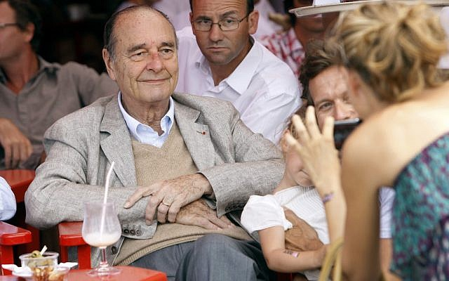 France's former president Jacques Chirac in the French Riviera town of Saint-Tropez, August 14, 2011 (SEBASTIEN NOGIER / AFP)