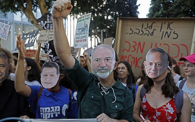 Israeli activists and demonstrators hold placards as they take part in a Global Climate Strike in the Israeli coastal city of Tel Aviv on September 27, 2019 against inaction on climate change. (AHMAD GHARABLI / AFP)